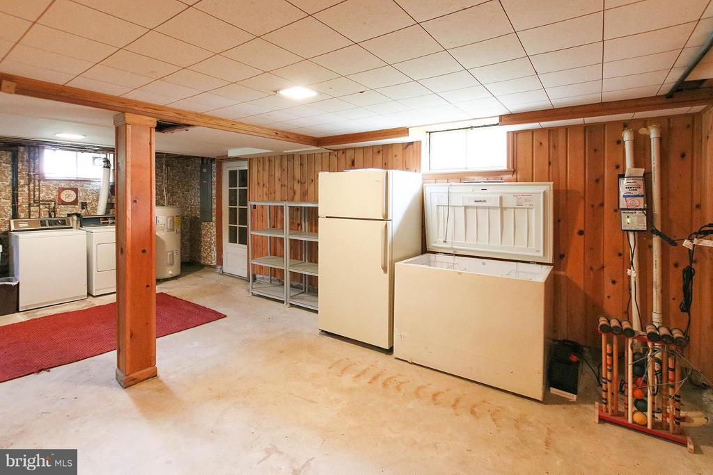 More storage and hobby room - 831 W HOLLY LN, PURCELLVILLE