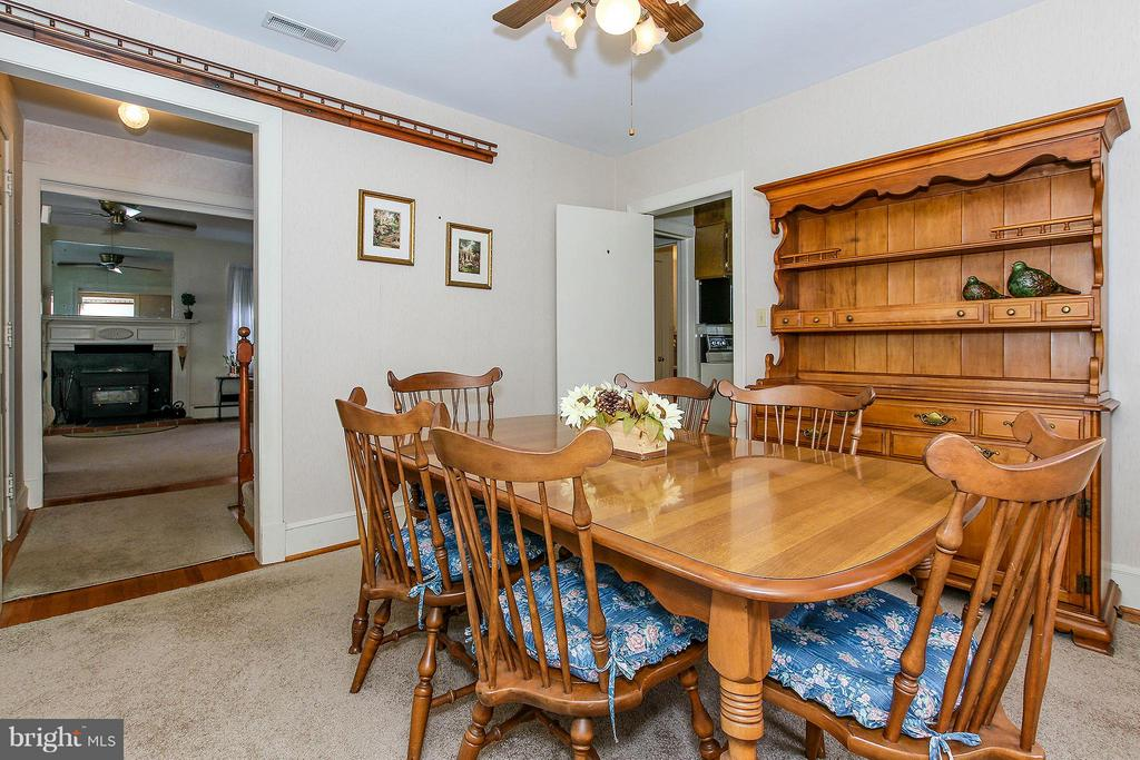 Original hwd floors on main and upper lvls - 831 W HOLLY LN, PURCELLVILLE