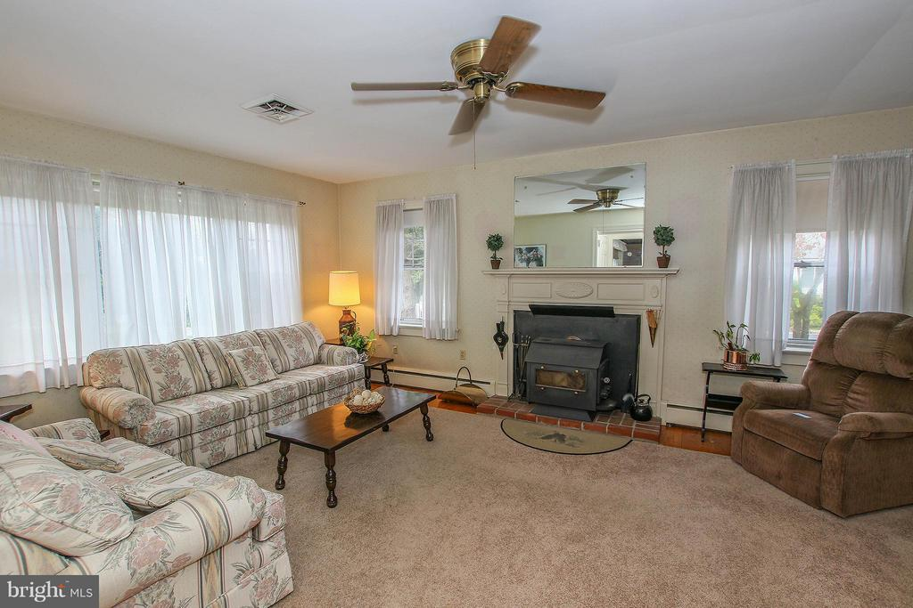 Wood stove with decorative mantel - 831 W HOLLY LN, PURCELLVILLE