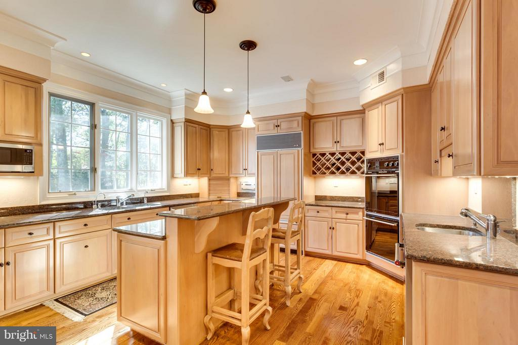 Kitchen - 1031 TOWLSTON RD, MCLEAN