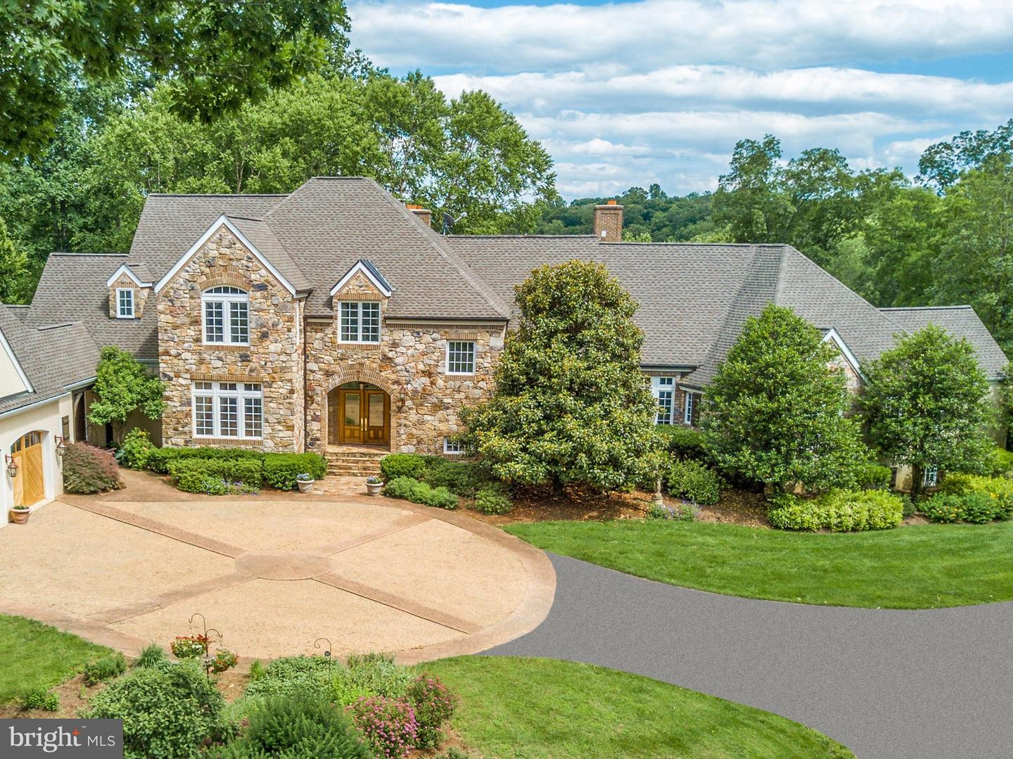 Single Family for Sale at 1679 North Poes Rd Flint Hill, Virginia 22627 United States