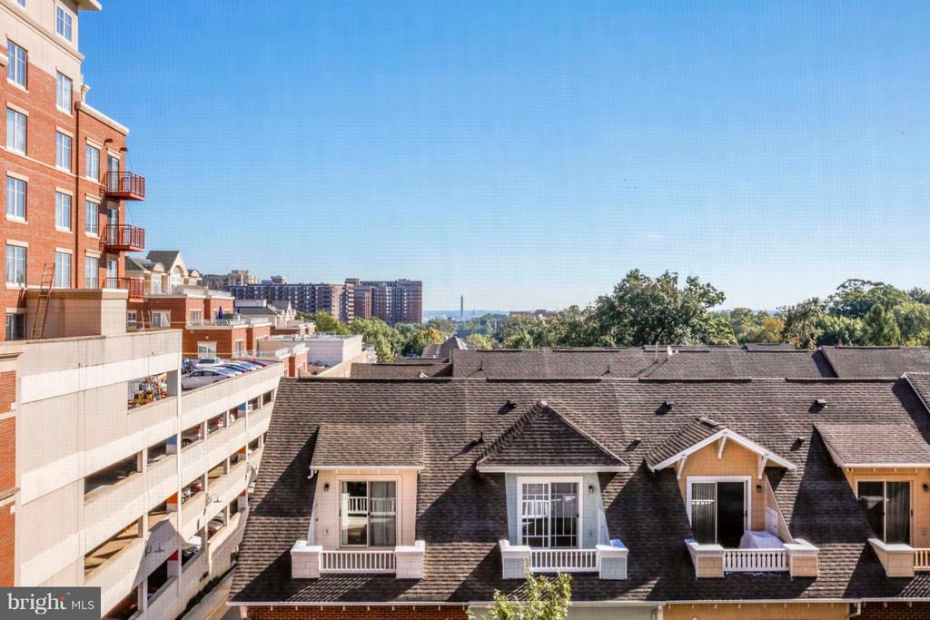View w/ Washington Monument in middle distance - 1201 N GARFIELD ST #513, ARLINGTON