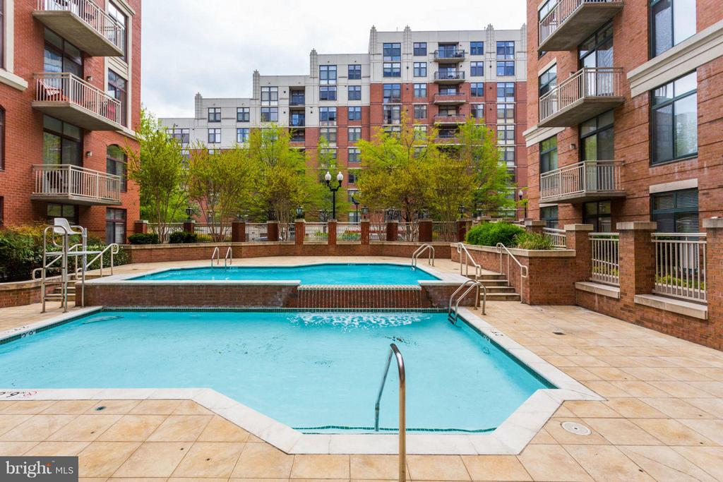 Pool - 1201 N GARFIELD ST #513, ARLINGTON