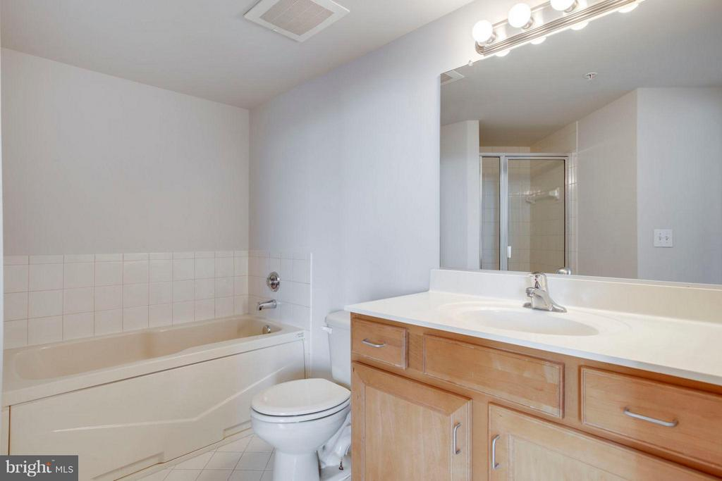 Master Bathroom - 1201 N GARFIELD ST #513, ARLINGTON