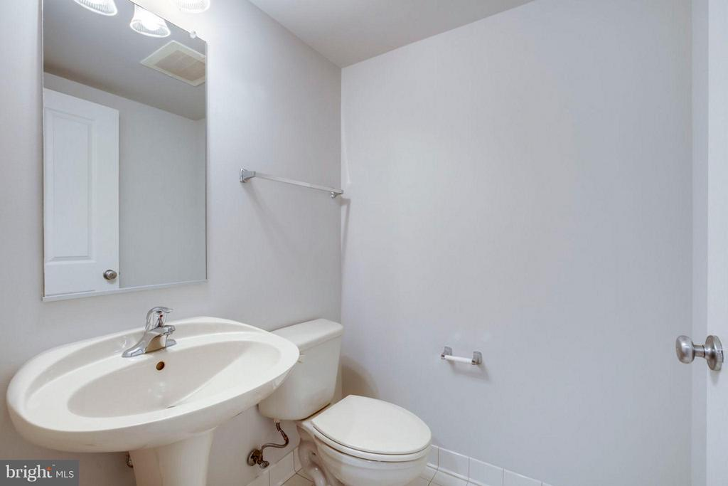 Half Bath - 1201 N GARFIELD ST #513, ARLINGTON