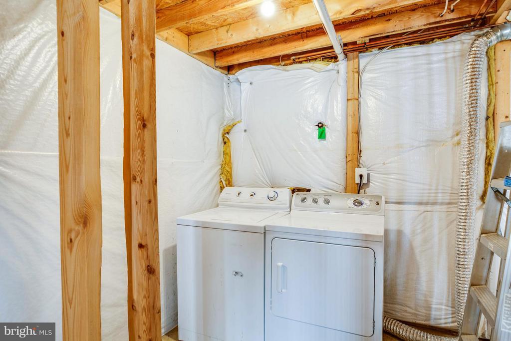 Basement Laundry Area - 108 BRENWICK CT, STAFFORD