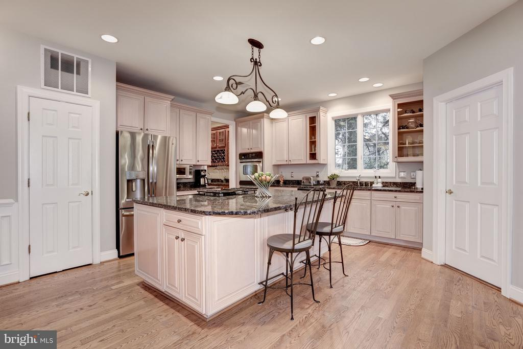 Gourmet kitchen with substantial center island. - 1956 VERMONT ST N, ARLINGTON