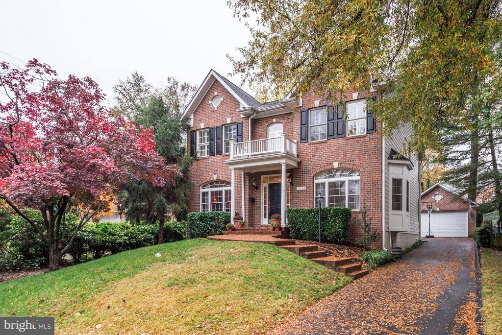 A beautiful classic colonial with a brick facade. - 1956 VERMONT ST N, ARLINGTON
