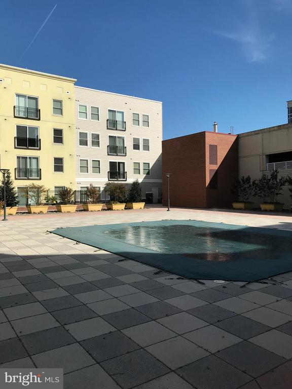 Pool Area - 38 MARYLAND AVE #406, ROCKVILLE