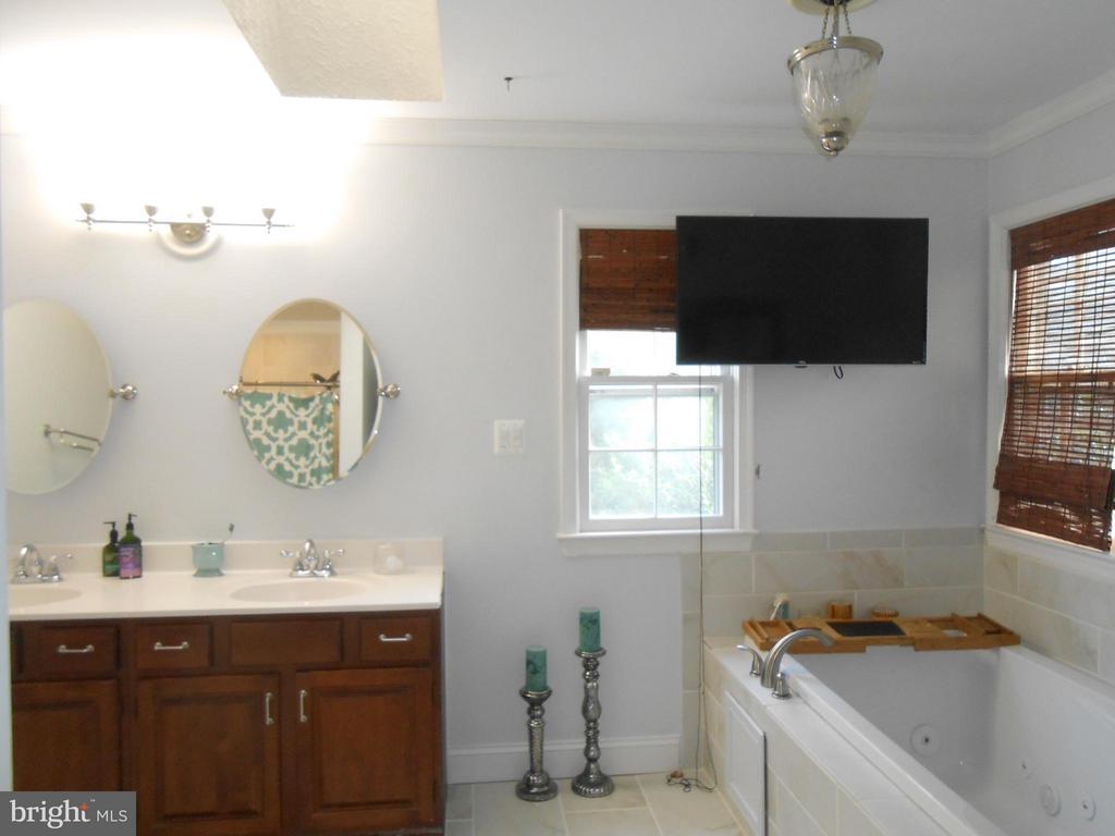 Double Vanity - 10210 BENS WAY, MANASSAS