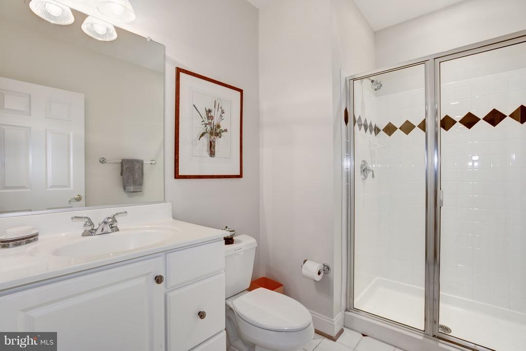 Full bath. - 1956 VERMONT ST N, ARLINGTON