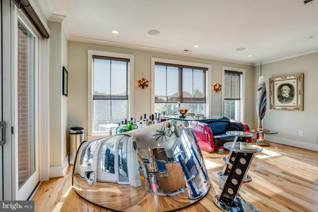 Living Room - 425 WILLIAM ST #301, FREDERICKSBURG