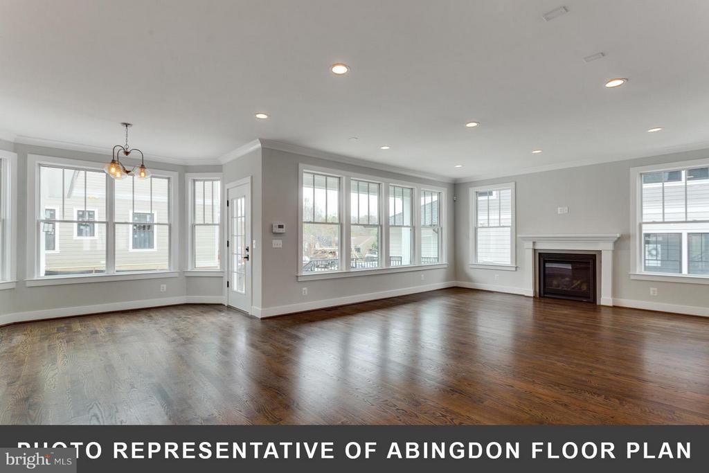 Open floor plan - 4712 N CARLIN SPRINGS RD, ARLINGTON
