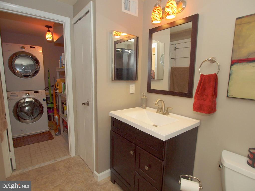 Laundry room off bathroom - 14388 HAVENER HOUSE CT, CENTREVILLE