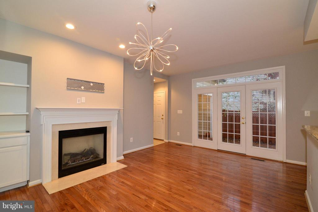 Family room with gas fireplace and built-ins - 21934 WINDOVER DR, BROADLANDS
