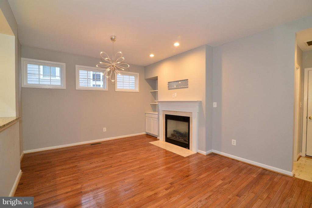 Family Room open to kitchen! - 21934 WINDOVER DR, BROADLANDS