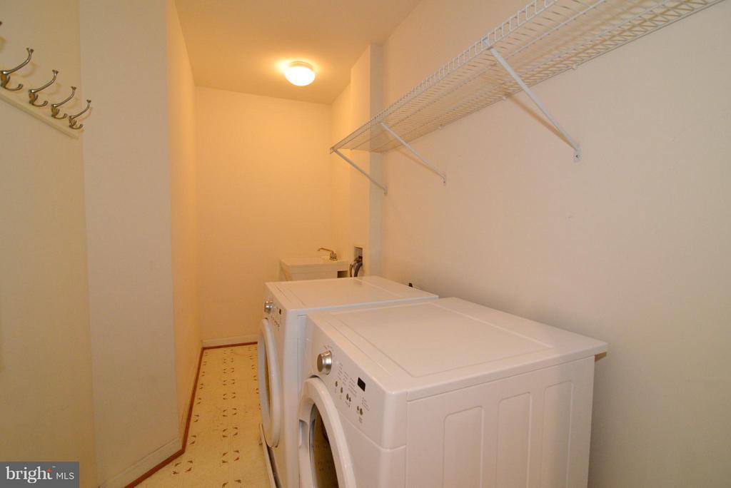 Main Level Laundry - 21934 WINDOVER DR, BROADLANDS
