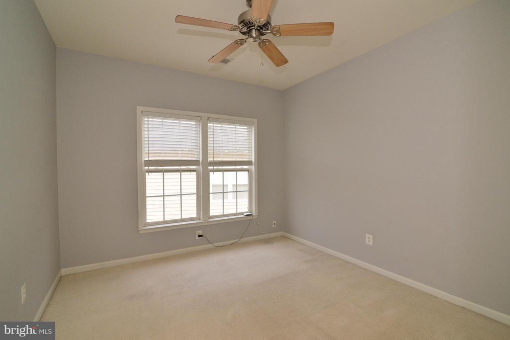 Upper level Bedroom - 21934 WINDOVER DR, BROADLANDS