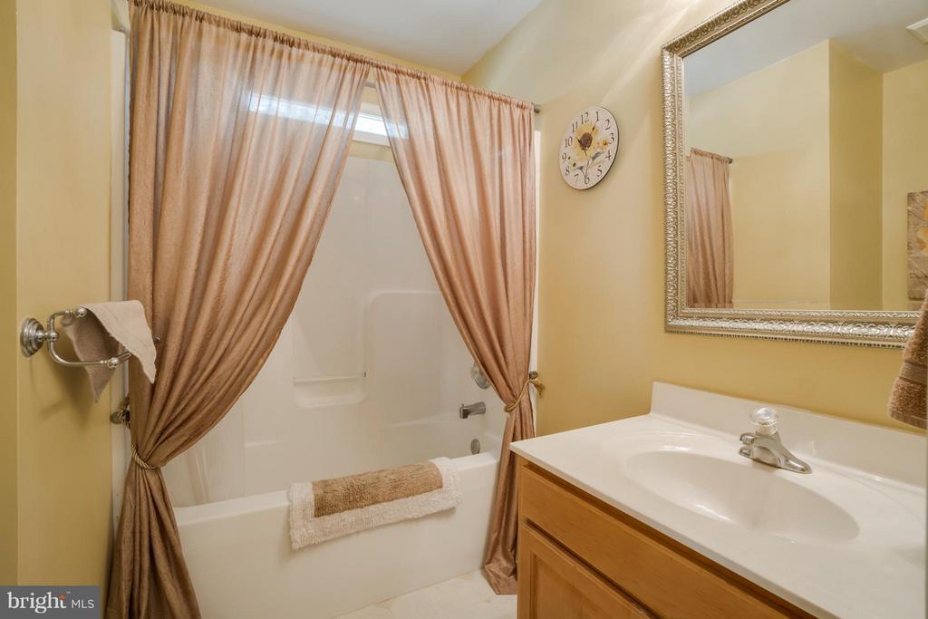 Guest Bath - 11704 BLEASDELL DR, SPOTSYLVANIA