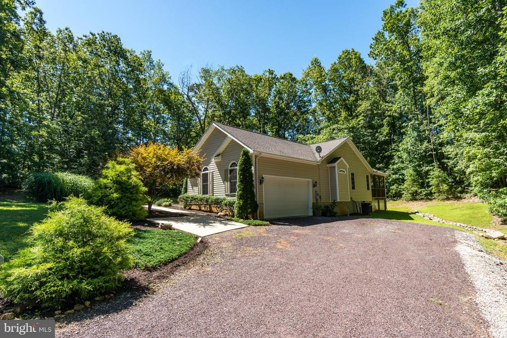Side Loan 2 Garage - 11704 BLEASDELL DR, SPOTSYLVANIA