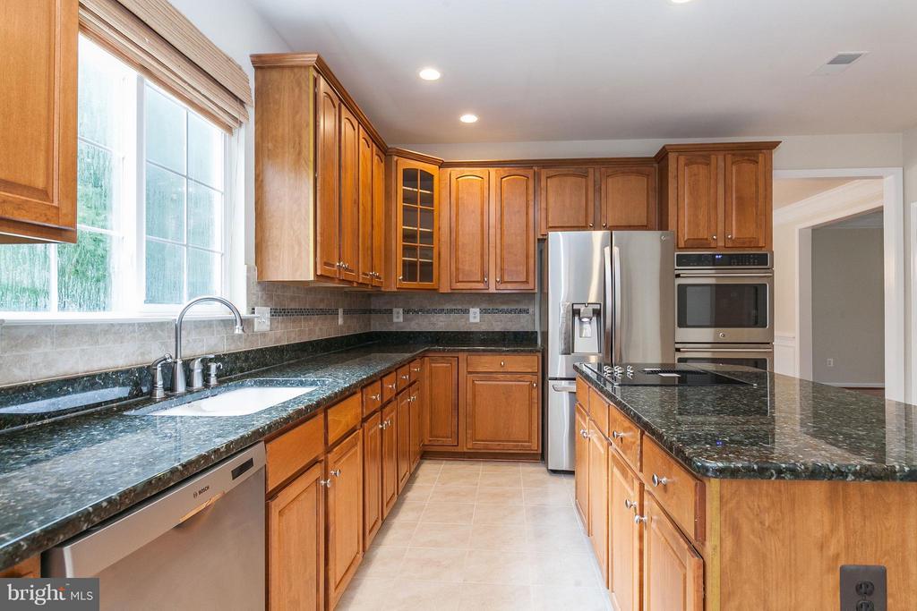 Kitchen w/New Tile Backsplash - 9311 EAGLE CT, MANASSAS PARK