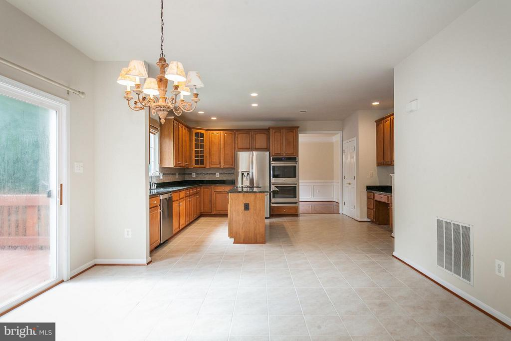 Spacious Eat In Area in the Kitchen - 9311 EAGLE CT, MANASSAS PARK
