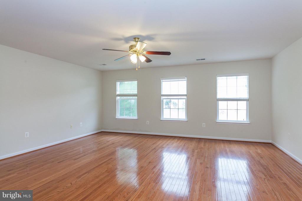 Master Bedroom w/New Wood Floors - 9311 EAGLE CT, MANASSAS PARK
