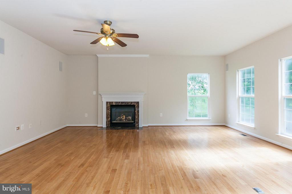 Large Family Room with Gas Fireplace - 9311 EAGLE CT, MANASSAS PARK
