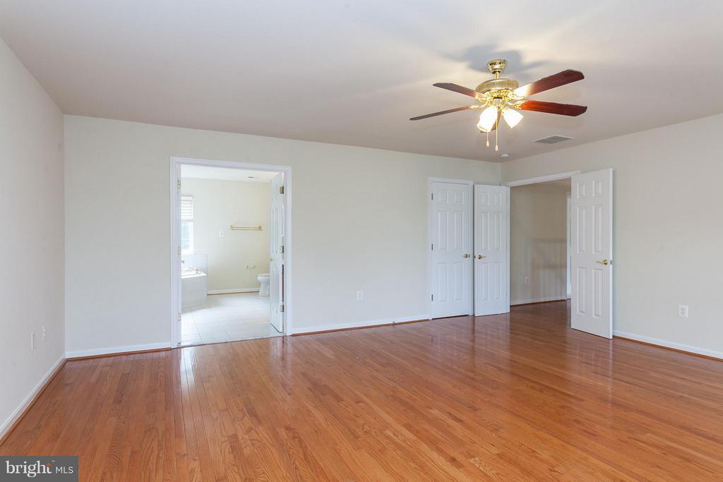 Huge Walk-in Closet - 9311 EAGLE CT, MANASSAS PARK