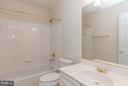Full Bath Upper Level w/Tub & Shower Combo - 9311 EAGLE CT, MANASSAS PARK