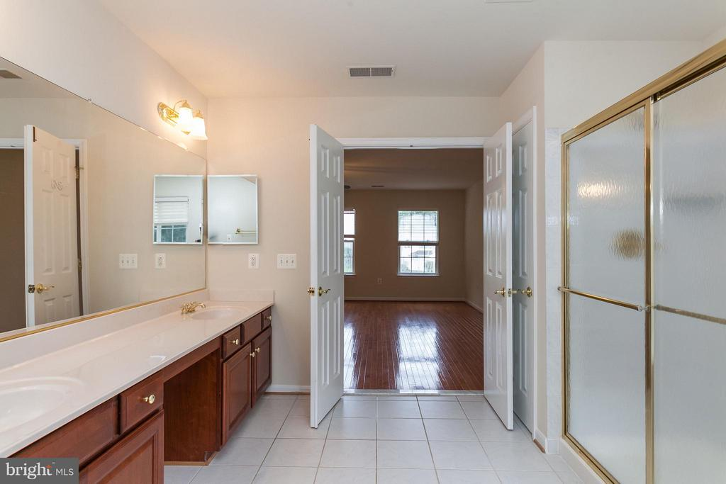 Large Dual Vanity and Tile Flooring - 9311 EAGLE CT, MANASSAS PARK