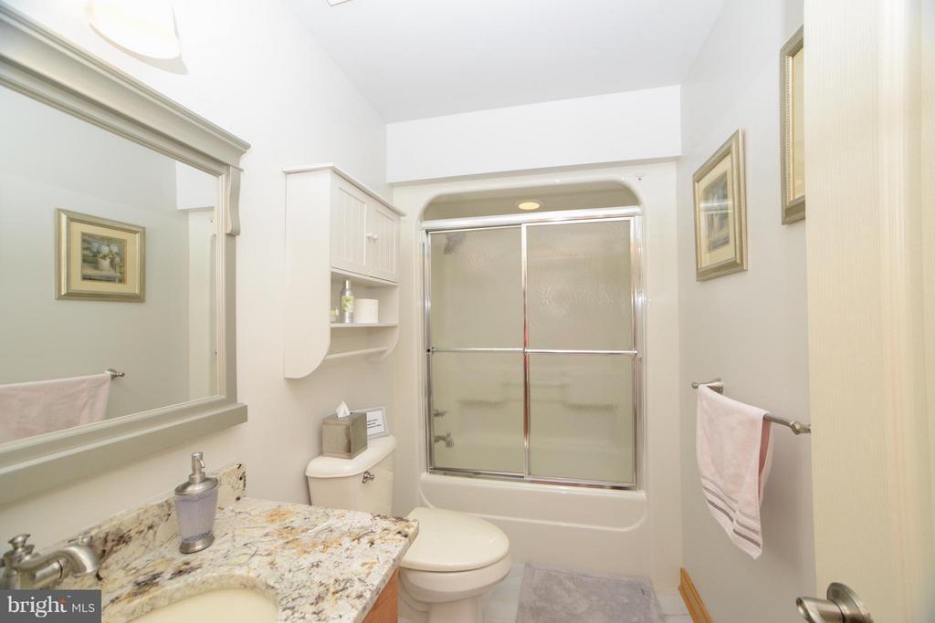 Bath - 3304 RIVERBEND CT, BUMPASS