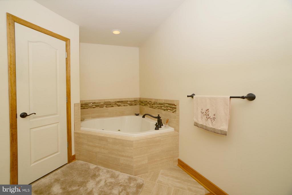 Bath (Master) - 3304 RIVERBEND CT, BUMPASS