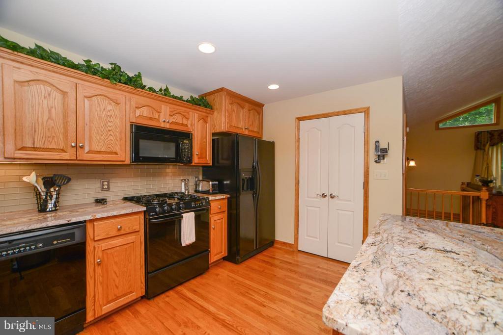 Kitchen - 3304 RIVERBEND CT, BUMPASS