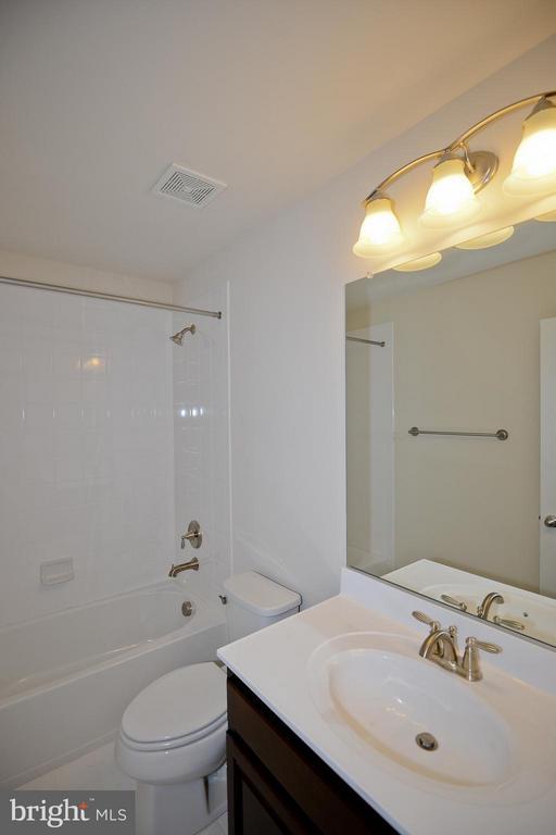 Bath - 3558 CLINTON ROSS CT #4, TRIANGLE