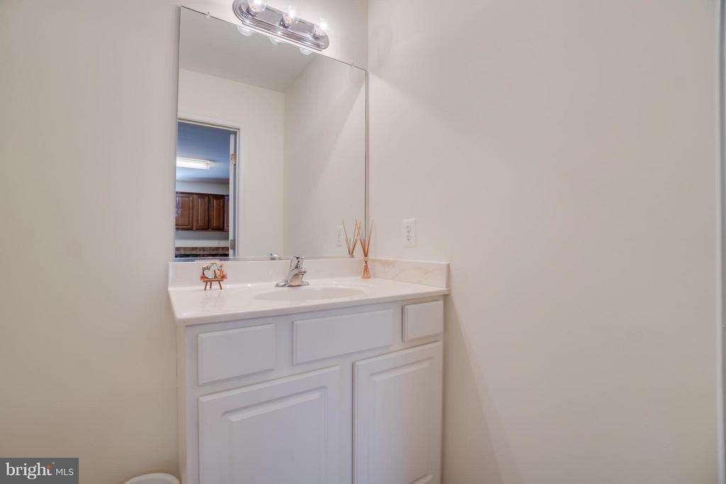 Half Bath on Main Level - 211 SAYLERS CREEK RD, LOCUST GROVE