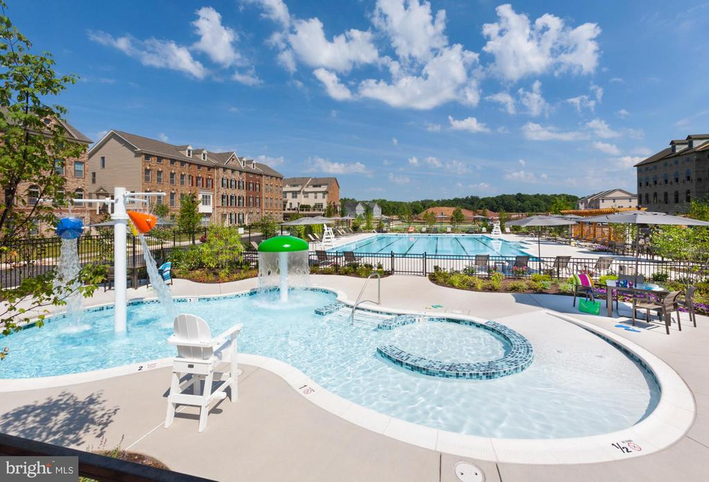 Community Clubhouse with two Pools - 22641 NORWALK SQ, ASHBURN