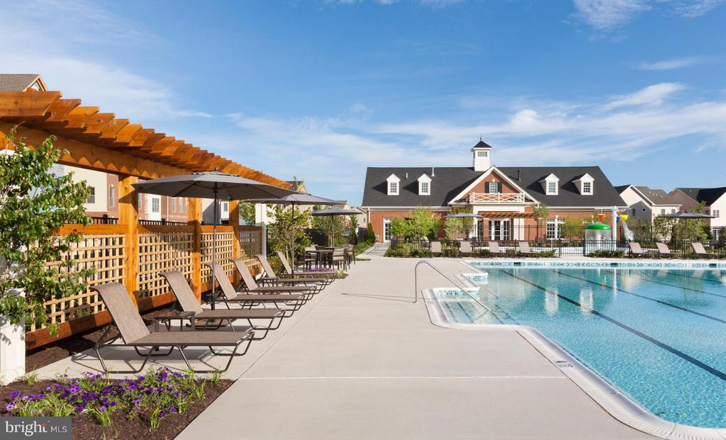 Community Clubhouse Pool with Patio Seating - 22683 NAUGATUCK SQ, ASHBURN