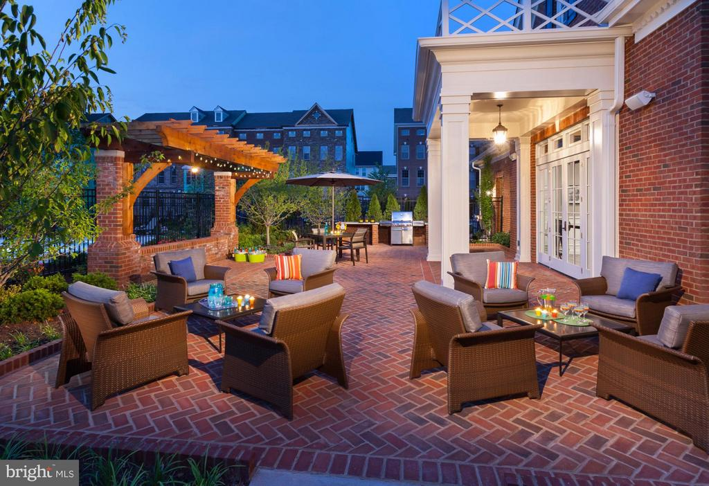 Community Clubhouse Patio with Seating - 22639 NORWALK SQ, ASHBURN