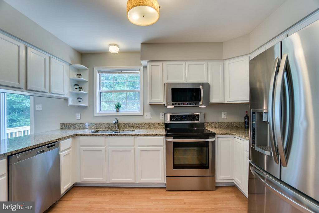 Modern White Refinished Cabinets! - 77 DOROTHY LN, STAFFORD