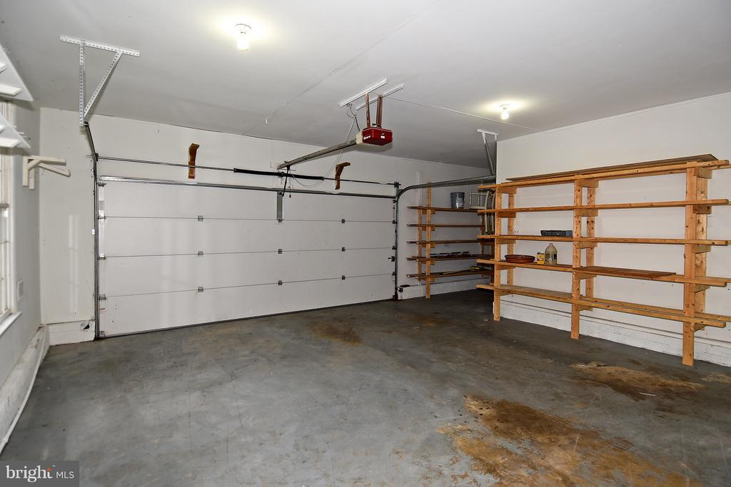 Garage - 18514 CABIN RD, TRIANGLE