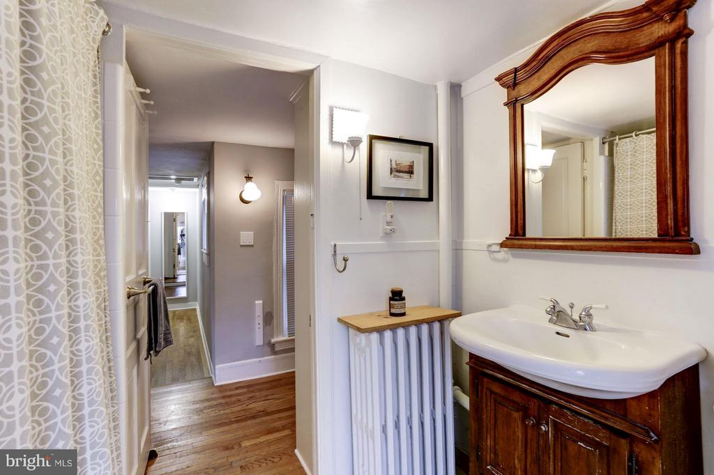 Upstairs Full Bath - 3837 ALBEMARLE ST NW, WASHINGTON