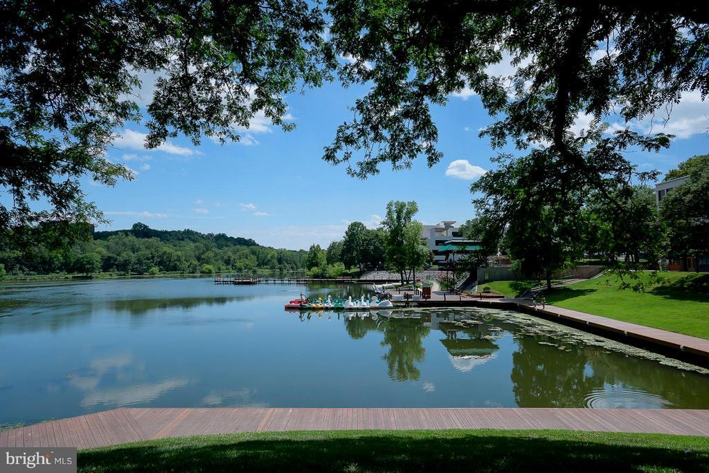 Nearby Lake Kittamaqundi - 5041 GREEN MOUNTAIN CIR #2, COLUMBIA