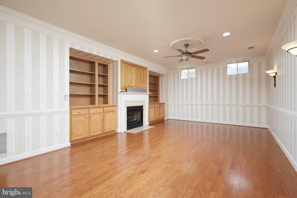 Recreation Room with Built In Bookcases - 3860 FARRCROFT DR, FAIRFAX