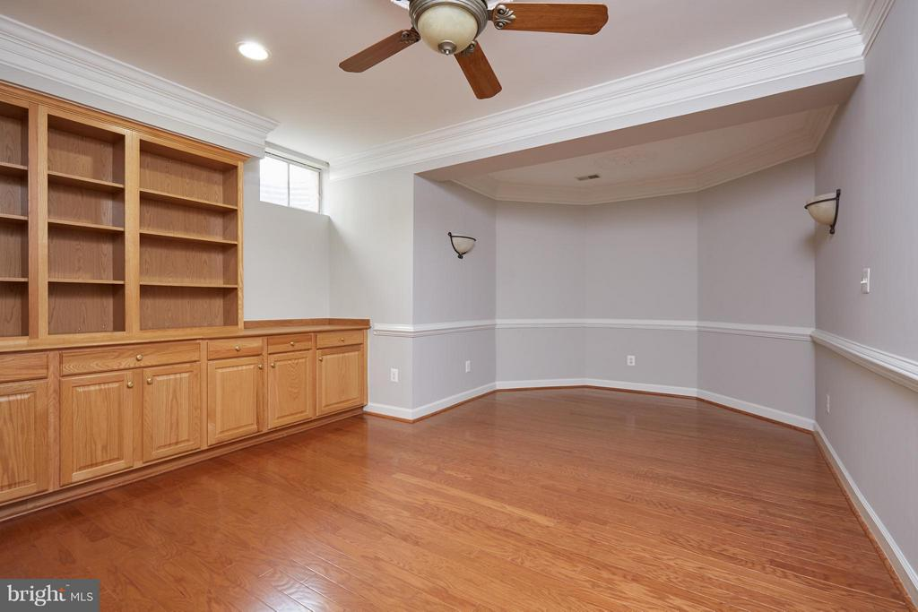 Library with Built In Bookcases - 3860 FARRCROFT DR, FAIRFAX