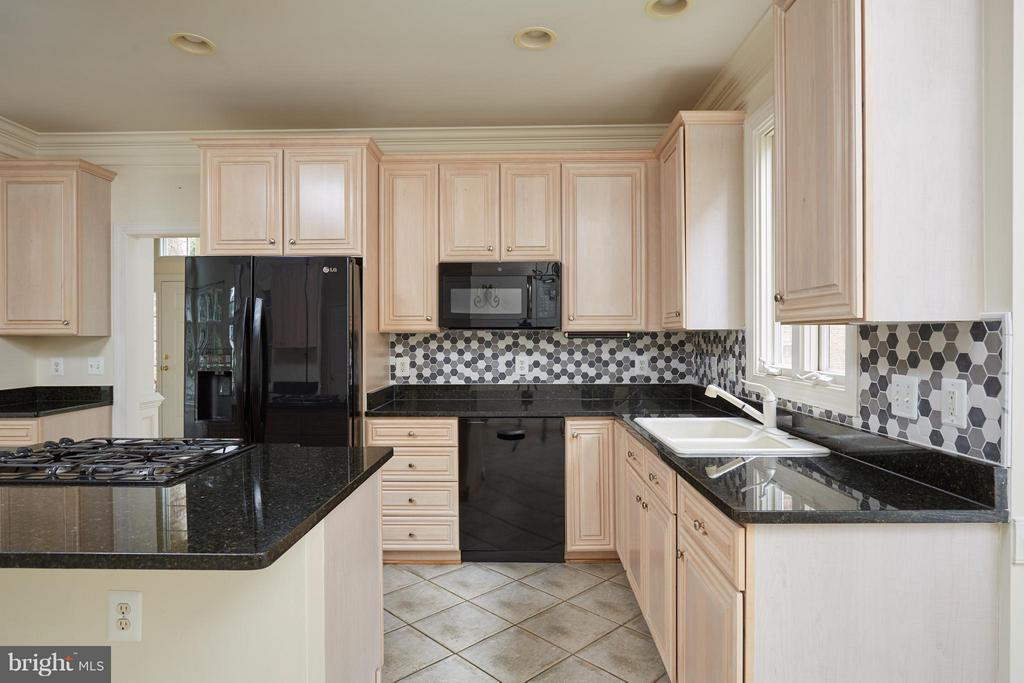 Kitchen with Center Island - 3860 FARRCROFT DR, FAIRFAX