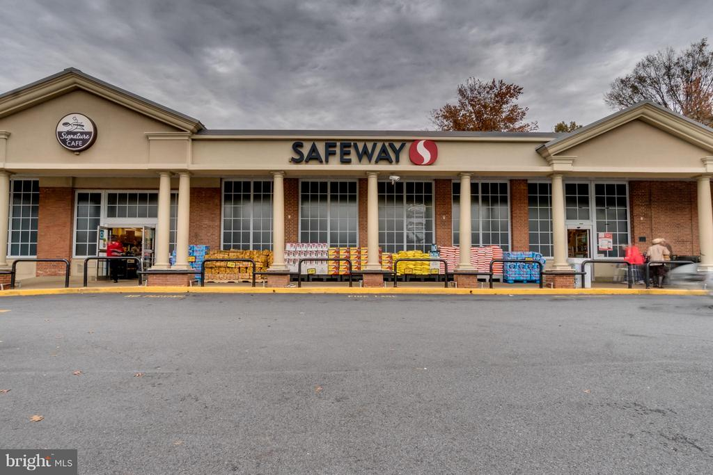 Neighborhood safeway block away - 5431 CONNECTICUT AVE NW #1, WASHINGTON