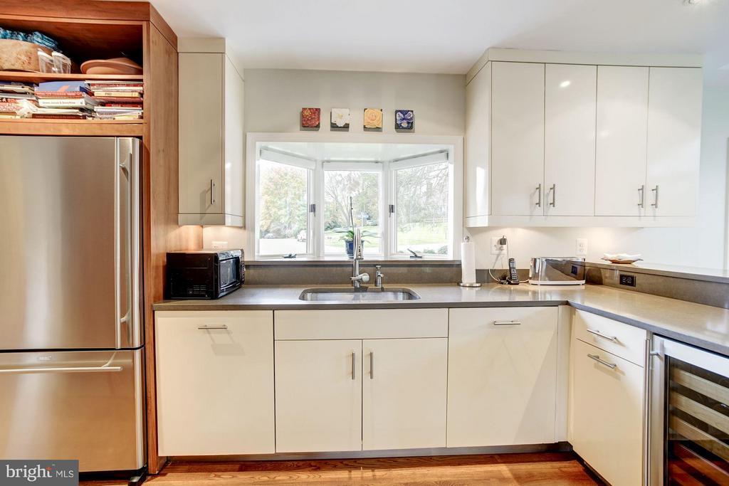 Kitchen - 8302 RIDING RIDGE PL, MCLEAN