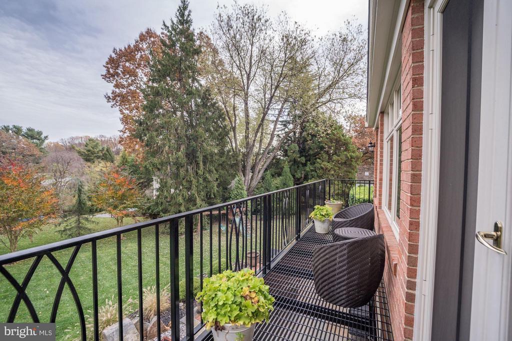 Balcony - 8302 RIDING RIDGE PL, MCLEAN