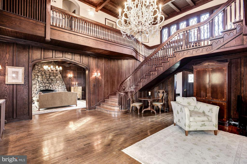 Oak paneling and flooring, Gothic accents - 8110 GEORGETOWN PIKE, MCLEAN